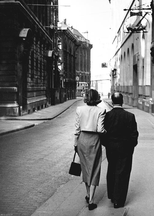 Ingrid Bergman y Alfred Hitchcock, 1940's. Via Bohemea