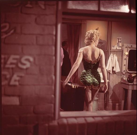 """En el rodaje de """"Bus Stop"""" (Milton Greene). Via"""