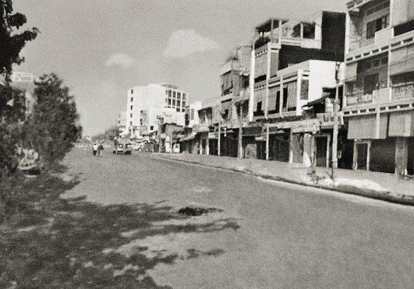 Fatescapes - Pavel Maria Smejkal. Saigon (1968) manipulación sobre la fotografía original de Eddie Adams. Via.