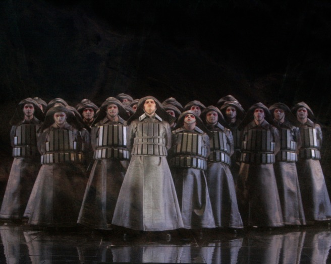 """El Holandés Errante"" de R. Wagner, coro de la Ópera de Los Angeles. Foto de Robert Millard. Via"
