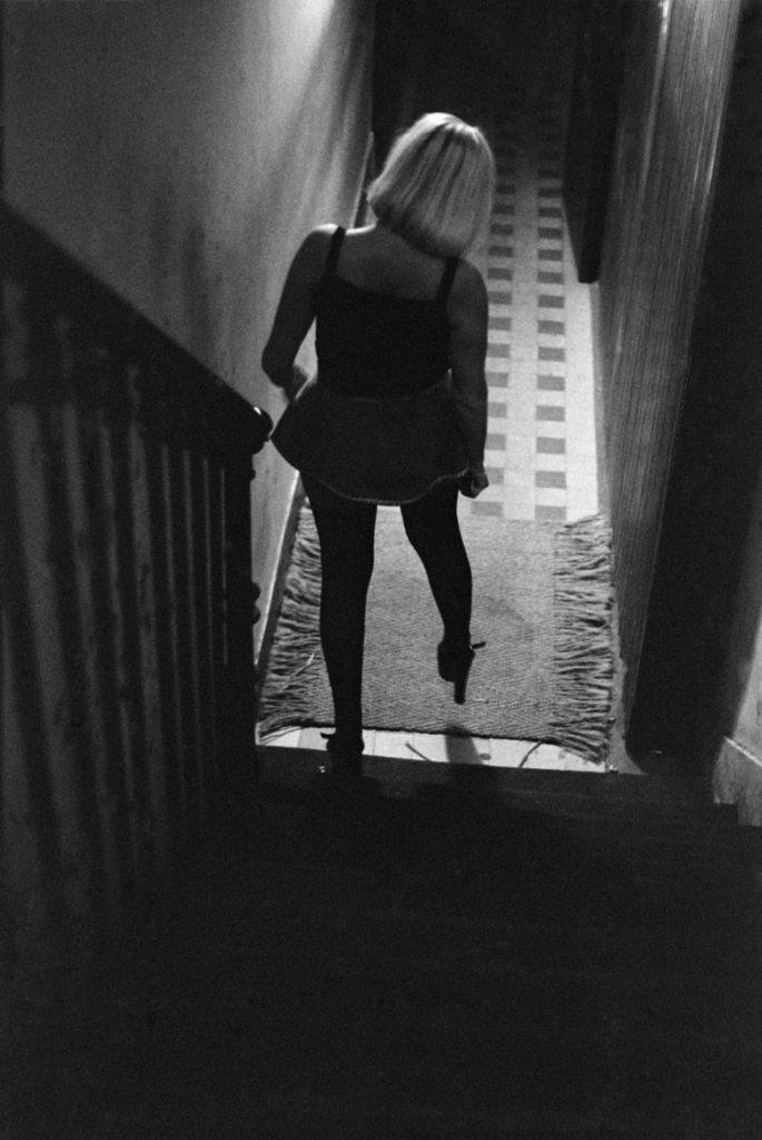 © Jane Evelyn Atwood La Rue des Lombards, Paris, 1976-1977. Via