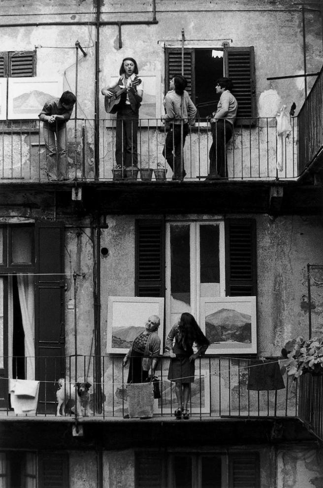 Gianni Berengo Gardin. Milani anno Settanta. Via