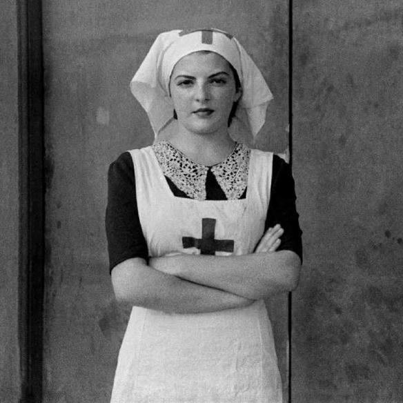 1936 julio. Retrato de una enfermera del Hospital de Sangre de Buitrago, por Luis Ramón Marín. Via