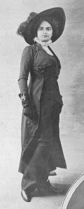 Modelo de 1908 de falda-pantalón.
