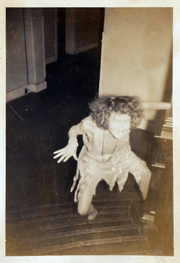 normal-vintage-snapshots-but-make-you-creepy-15